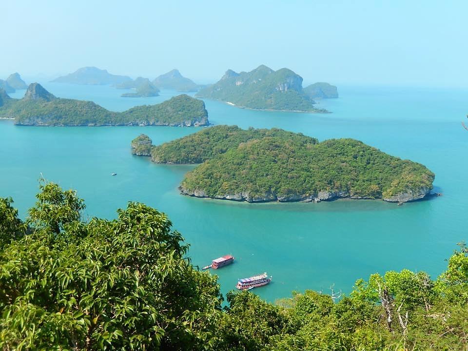La Thaïlande est un pays parsemé d'îles en plusieurs endroits. Le parc national Ang Thong se révèle une merveille de la nature.